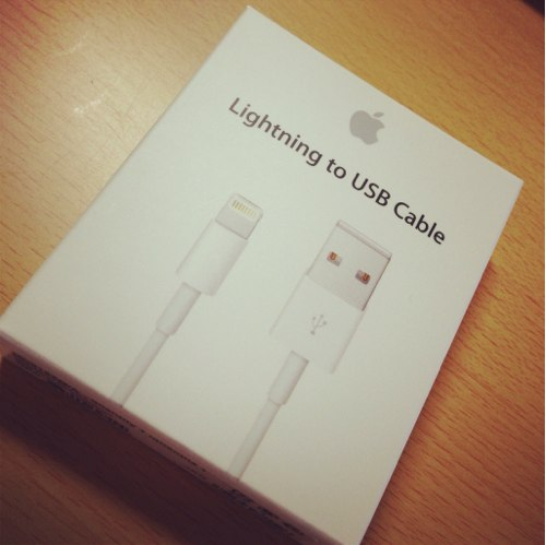 iPhone5用Lightning to USB Cable が来た!
