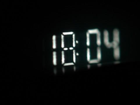 Windows 8 のスタート画面に、時計を表示する