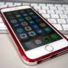 バンパーをつけた iPhone 6の背面に、とりあえずフィルムを貼った